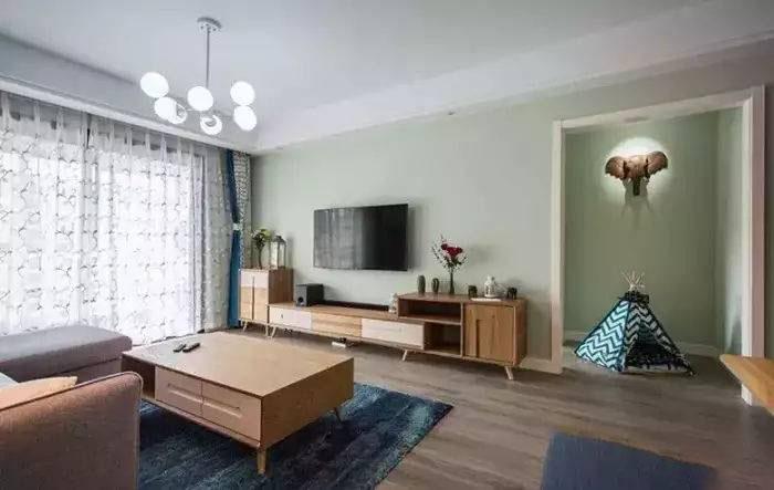 电视背景墙如何装修才能让客厅显得高大上?