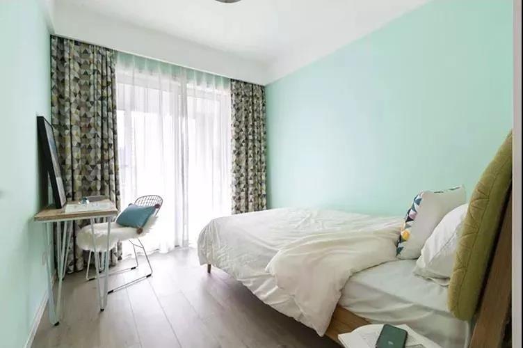 88�O两居室简约风格装修 色彩元素运用很到位!
