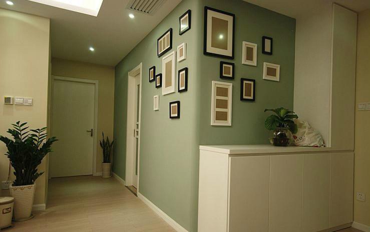 涂刷了乳胶漆的墙面脏了应该怎么处理?