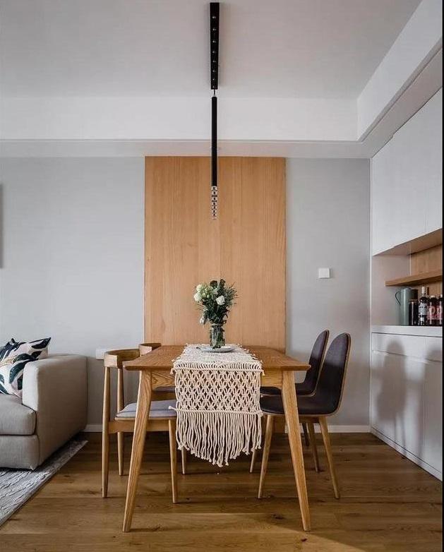 90�O三居室装修效果图 灰色搭配原木色打造温润舒适的简约之家!