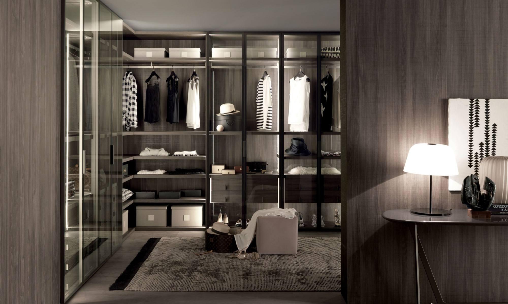 现场定制衣柜和购买成品衣柜的优缺点是什么?