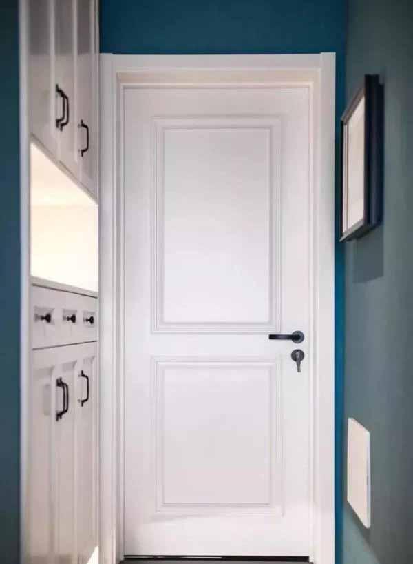 112�O三居室装修效果图 简洁的装饰和蓝色墙面让家很有档次!