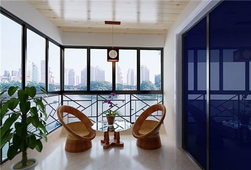 阳台装修时应该选择什么样的吊顶材料呢?